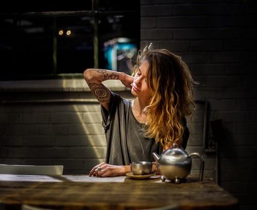 Idée Coiffure :    Description   cheveux longs naturellement ondulés de couleur marron aux pointes éclaircies blondes avec reflets cuivrés      madame.tn/beaute/coiffure/idee-coiffure-cheveux-longs-nat…  Posté par madame_shopping  sur 2018-05-26 03:20:08      Tagged:    …