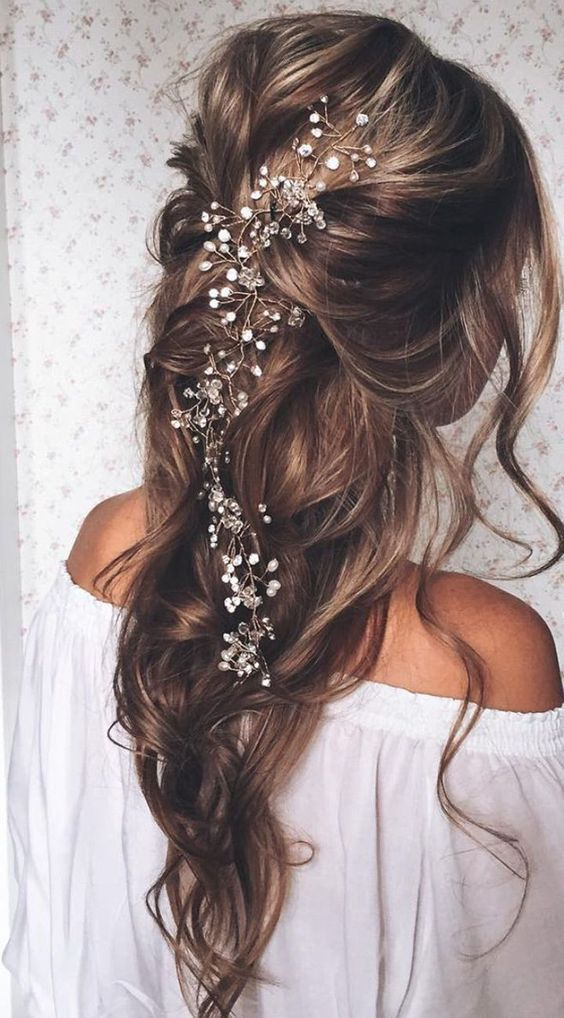 Stunning. | 23 Exquisite Hair Adornments for the Bride Source by stylebistro   …