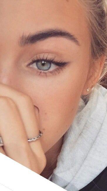 rokerige ogen krachtige lippenstift en nailart. Mooie natuurlijke make-up make-upideeën schoonheid huidverzorging tips voor de huidverzorging de beste acne-behandelingen schoonheidsproducten rokerige ogen lippenstift glamoureuze make-up natuurlijke make-up Source by eefkeoostvogels   …